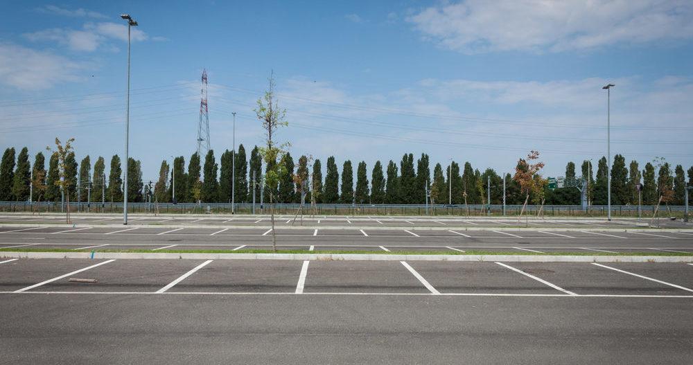 fridley-commercial-parking-lot